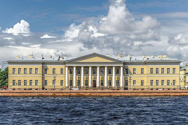 Здание Петербургской академии наук на Васильевском острове