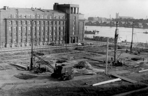Начало строительства моста Александра Невского