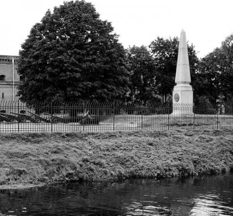 Памятник на месте казни декабристов