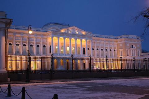 Михайловский дворец в вечернее время