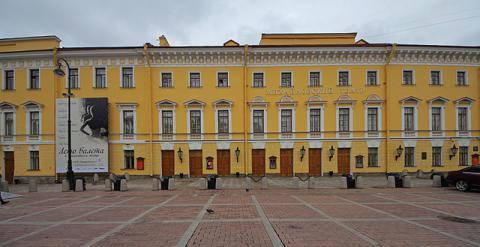 Михайловский театр на площади Искусств